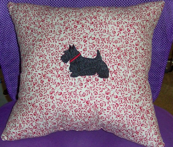 pillow red toile