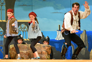 Andy Truett as Frederic with Wildwood student pirates. Photo by Steve Zirkelbach, 2015.