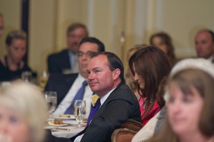 Sen. Mike Lee listens to Sen. Cruz at Sutherland dinner
