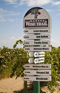 Madera Wine Trail Signs