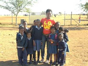 2014 traveler Marcia with kids at Thembalesizwe Primary School.