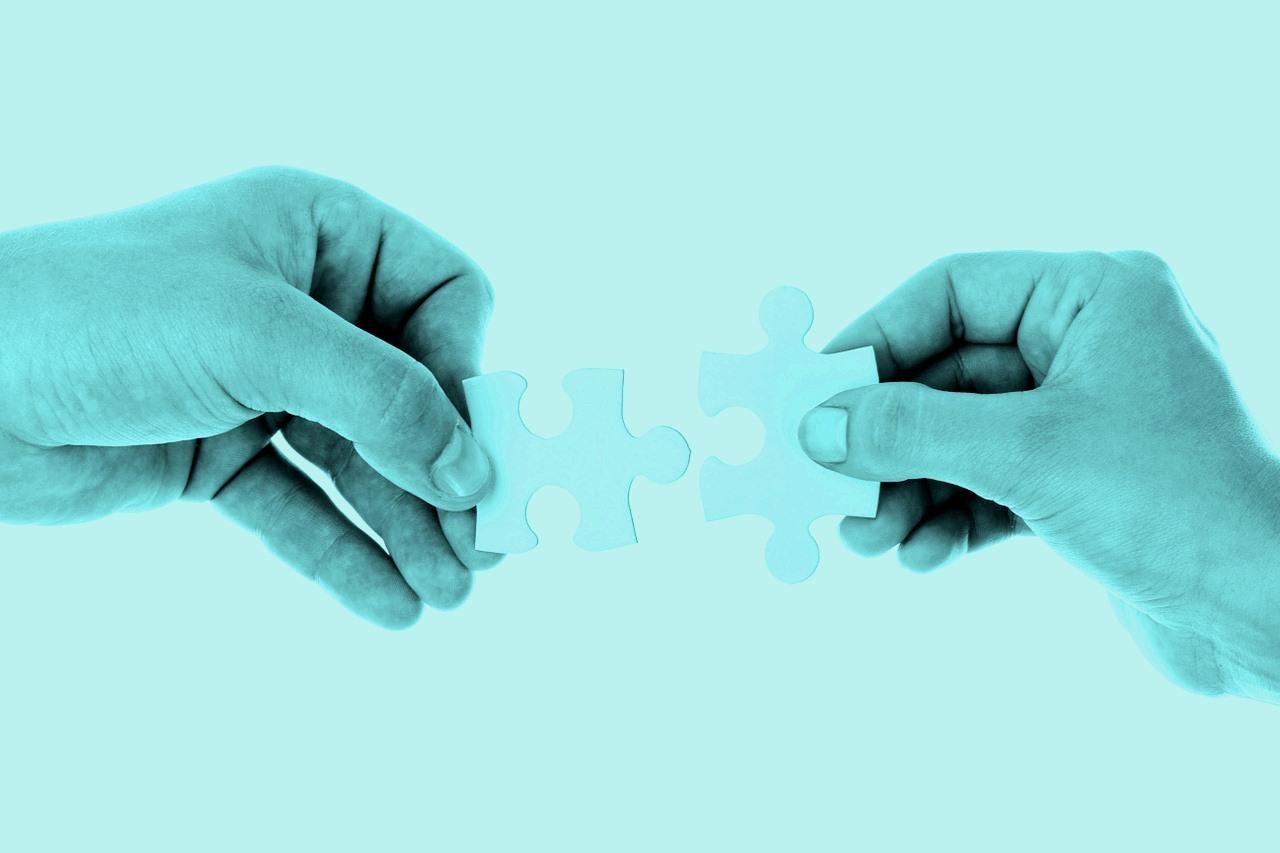 2hands-puzzle-color-20333_1280