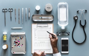 Clinic-tools-checklist-3222079_1920 by rawpixel PIXABAY Free Lic CC0