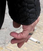 smoking-189570_1920 by qlcute PIXABAY FREE CC0 LIC