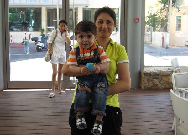 azhee in hotel 2