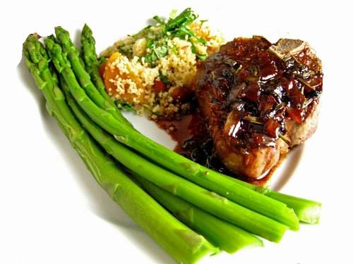 Lamb Chops with  Pomegranate and Red Wine Sauce Dinner 500 3