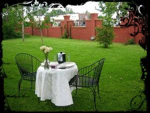 smaller-ouside-table-wedding