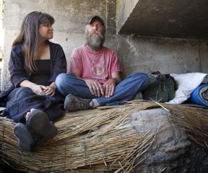 Rev. Andrade Smith with homeless man_web