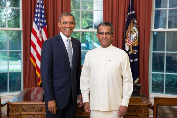 Ambassador Prasad Kariyawasam presents credentials to U.S. President Barack Obama